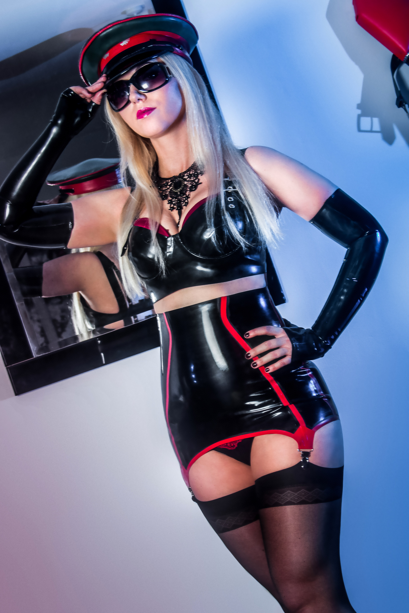 London Mistress Wildfire wearing beautiful latex outfit