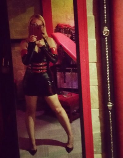 latex mistress selfie