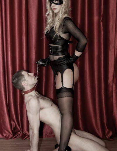 masked_rubber_mistress_London-18