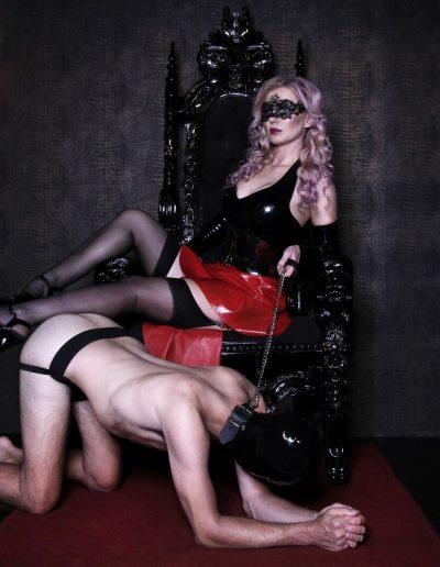 Throne mistress