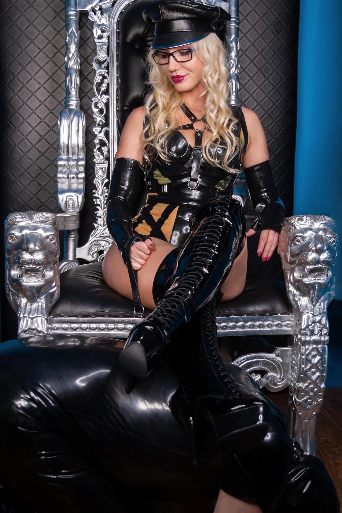 Blonde London Mistress Wildfire